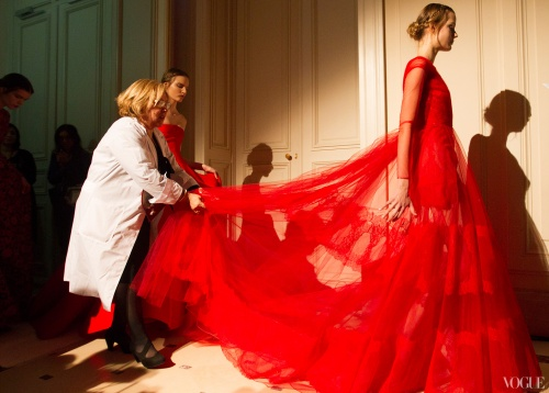 Valentino-Red-behind-the-scenes-Vogue-Photographed-by-Kevin-Tachman